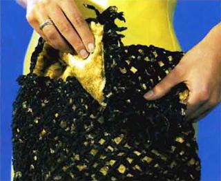 Комплект из ленточной пряжи: плетение сумочки